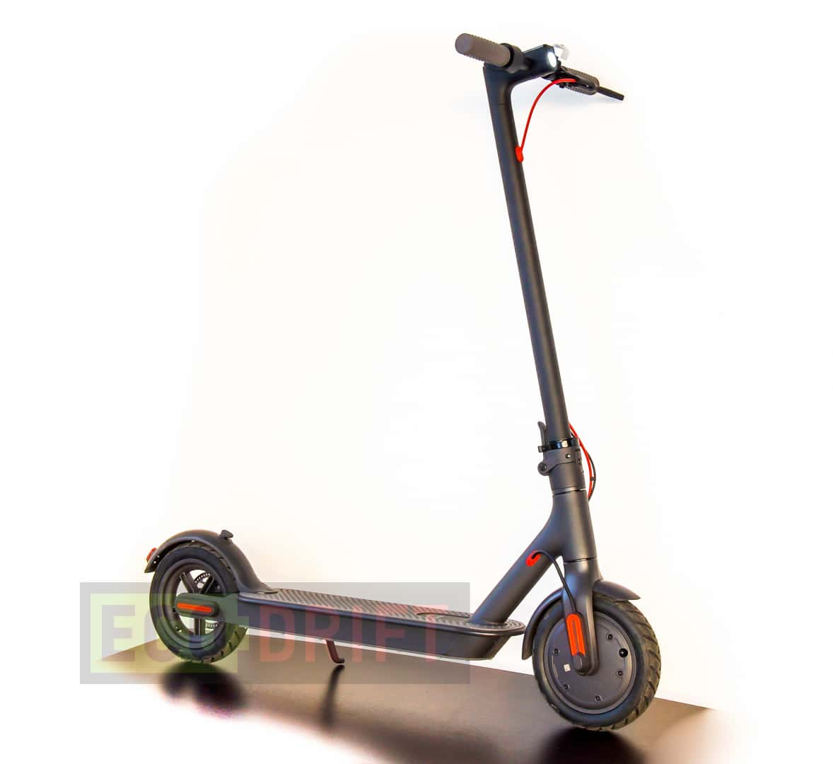 Xiaomi_Mijia_Electric_Scooter-vid_speredi_sboku