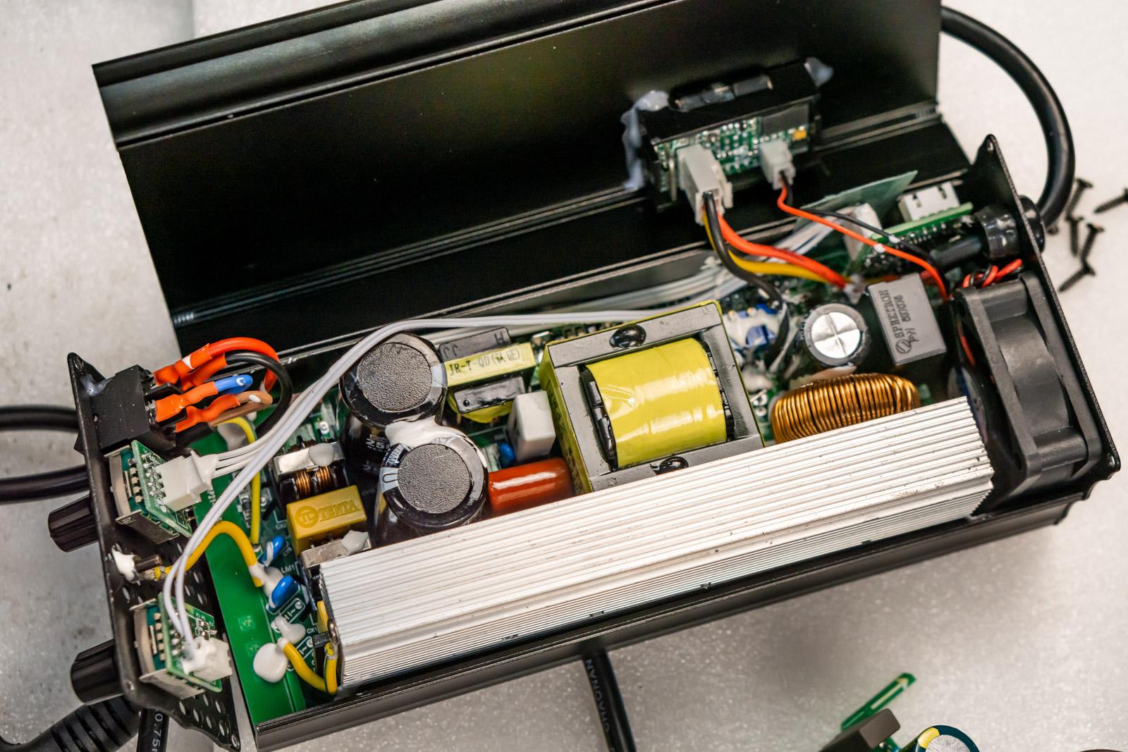 Умное зарядное устройство для быстрой зарядки моноколес.