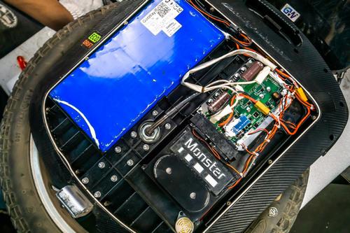 """Gotway Monster 3 2400WH 84V после 700км пробега """"диванными экспертами""""."""